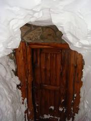 Porta de entrada do Refugio quase coberta de neve