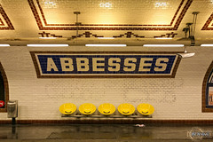 Estao Abbesses - Abbesses Station (rbpdesigner) Tags: paris slr canon underground subway frankreich europa europe ledefrance gare metro frana montmartre subte 5d metropolitain francia parijs ratp pars untergrund stations  parigi metr comboio  abbesses rapidtransit pary parys  1
