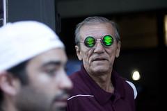 the death (Gerardography) Tags: sunglasses canon dead death skull 50mm funny muerte vista f18 18 anciano mirada lentes calavera diversion divertido 500d t1i