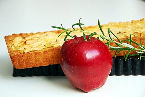 crostata di mele al rosmarino