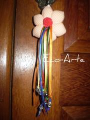 Chaveiro com fitas (eco-arte) Tags: flor fuxico locksmith chaveiro colorido xadrez fitas retalho quadriculado reaproveitamento hexagono chaveirohexagono