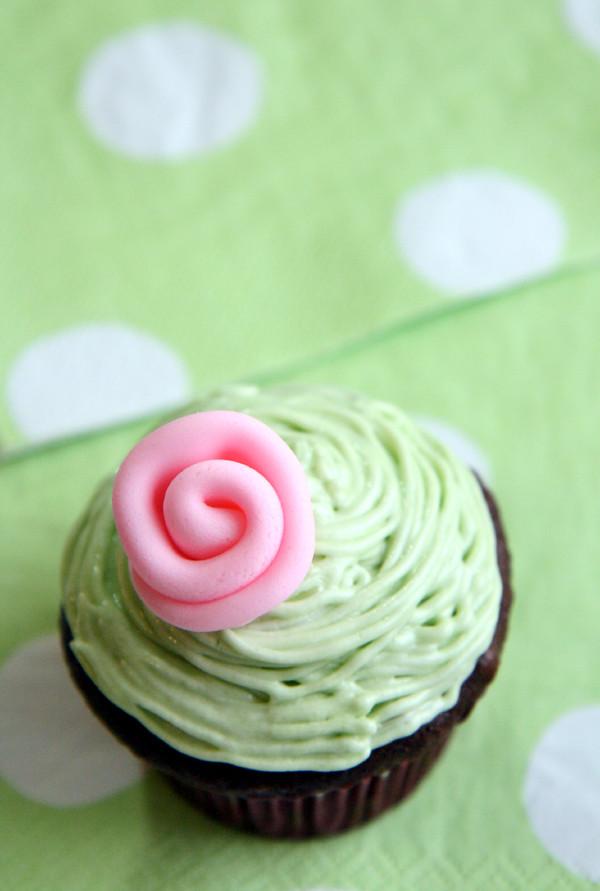 ribbon roses-cupcake