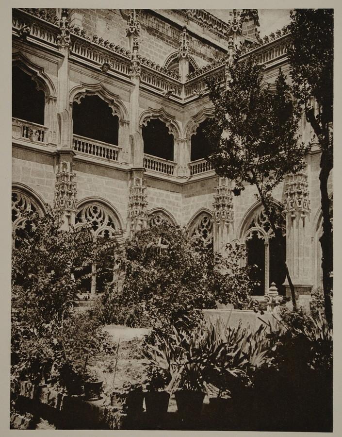 Claustro de San Juan de los Reyes  hacia 1915. Fotografía de Kurt Hielscher
