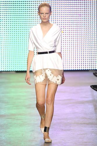 GIAMBATTISTA-VALLI-SPRING-RTW-2011-PODIUM-016_show_fullscreen_view