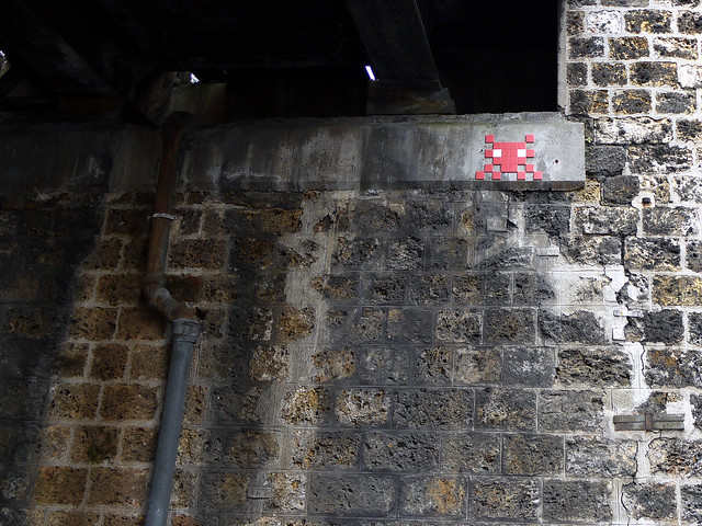 Paris graffiti Space Invader