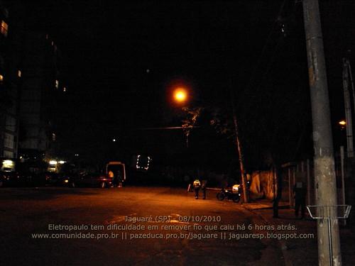 Jaguare (SP) 08/10/2010 - Eletropaulo tem dificuldade em remover fio que caiu ha 6 horas