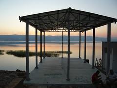Lac Ohrid (8pl) Tags: lake reed water twilight eau lac ohrid albania crépuscule roseaux montagnes albanie kartpostal shqipëria pogradec tushemisht