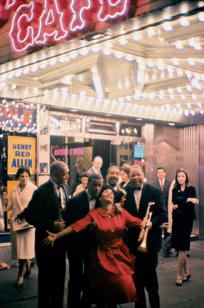 William Claxton: Various jazz musicians outside the Metropole Café, the center of traditional jazz in New York, Broadway, 1960.