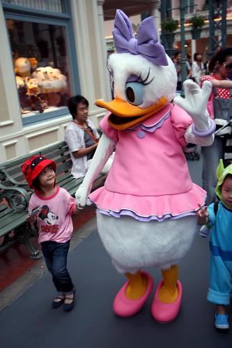 aina & daisy duck
