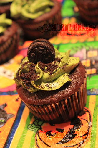 creepy cookies-n-cream cupcake