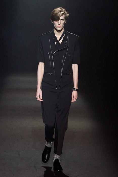 Gabriel Gronvik3082_SS11_Tokyo_Lad Musician(Fashionsnap)
