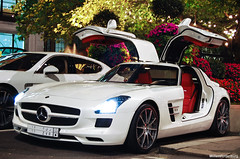 Mercedes-Benz SLS AMG (Willem Rodenburg) Tags: park uk red party white 3 money london leather night photoshop hotel big nikon doors open unitedkingdom interior united engine picasa kingdom front 63 turbo arab porsche lane mercedesbenz oil 1855 sick wit blanc supercar dorchester sls amg willem londen lightroom gullwing the d40 hypercar sjeik rodenburg panemera