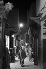 (in)contro (Saledargento (Roberto Esposti)) Tags: people nikon gente market morocco fez maroc marocco roberto mercato fes suq d80 esposti فاس saledargento