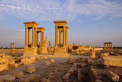 Crossroads (sillie_R) Tags: ruin syria crossroad palmyra tetrapylon lpcolumns