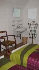 Chambre Fougère - Ancienne chambre de bonne, avec lavabo d'époque.