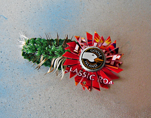 art coffee fashion recycled handmade mixedmedia oneofakind ooak feather craft goose plastic bottlecap astroturf whimsical redgreen repurposed accessory hairclip upcycled myowndesign urbanwoodswalker maenriquez