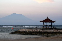 Bali (Globetreka) Tags: ocean sunset bali travelling indonesia asia parasol beaches earthasia worldtrekker tplringexcellence