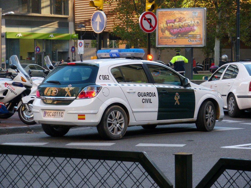 Guardia Civil. (061zgz) Tags: Cops 911 Police Security Zaragoza Civil  Tráfico Leds