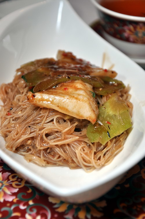 Stewed rice vermicelli and crystal vermicelli with sliced fish and bitter gourd in black bean sauce