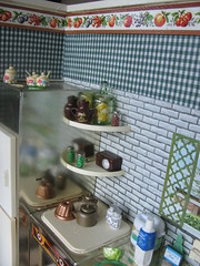The shelves (Retro Mama69) Tags: toys dollhouse greenkitchen retrokitchen rementminiatures metalkitchen miniaturekitchen kitchendollhouse collectionminiatures kitchendiorama vintagetintoykitchen kitchenroombox superiortcohnkitchen superiorkitchentoy