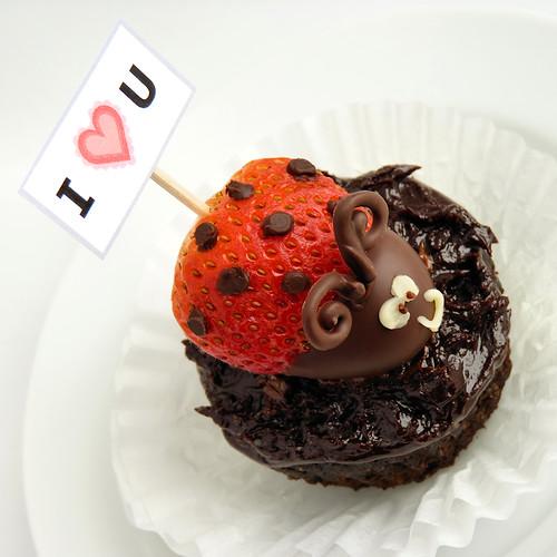 I *heart* U on a cupcake! :)