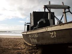 Jangadas (Luiz Baltar) Tags: brazil praia brasil riodejaneiro canon barco rj boa porto fotos viagem recife pesca rede pernambuco boaviagem pescadores jangada baltar jangadeiro praiadeboaviagem capibaribe portoderecife luizbaltar