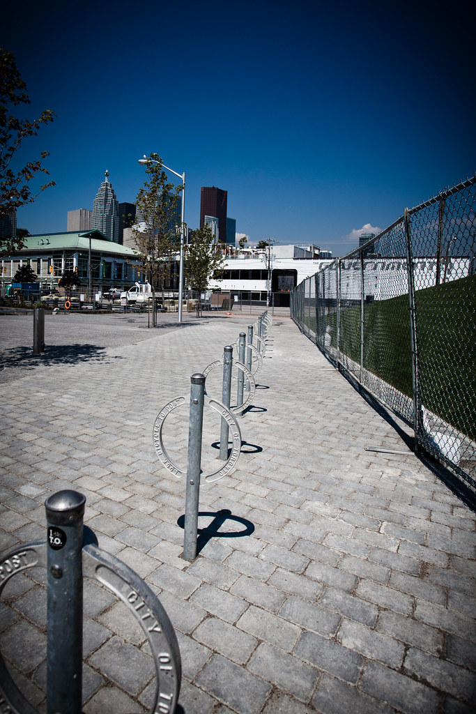 Bike Lockup [EOS 5DMK2 | EF 17-40L@17mm | 1/3200 s | f/7.1 | ISO200]