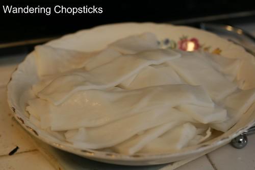 Hu Tieu Banh Pho Don Xao Bo (Vietnamese Crispy Rice Noodle Beef Stir-Fry) 3
