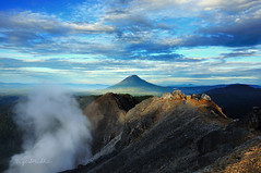 Mt.Sinabung View from Mt.Sibayak ( DocBudie) Tags: mountain indonesia sulphur guide stockphoto stratovolcano stockimage northsumatra photostock sibayak bukitbarisan gunungsibayak sinabung sulfursmoke adventurephotographer mountsibayak bestplacetovisitindonesia indonesianmountain indonesianguide mountaininsumatra mountaininindonesia sumateranguide photographerguide bestplacetovisitsumatera