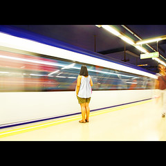 Islas Filipinas (ruvjet...) Tags: madrid motion blur speed canon underground spain metro tube espana slowshutter 550d