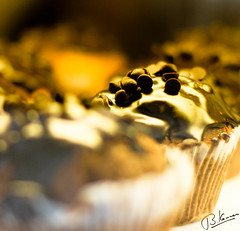 honey where is the chocolate :) (kannanokannan) Tags: india beach cake sweet chocolate 7d chennai besant elliots kannanokannan sorrymissingyou