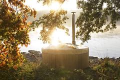 Höstbild badtunna Skärgårdstunnan Panel (Skärgårdstunnan) Tags: pool jacuzzi hottub spa trädgård badtunna uteplats badtunnor spabad bubbelpool vedeldad utomhusbad