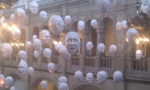 Heads van Sophie Cave in Kelvingrove Art Gallery and Museum in Glasgow