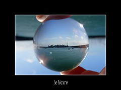 Le Havre 115 (normandie2005_horst Moi_et_le_monde) Tags: sea sky mer france reflection art glass seine clouds work ball coast meer hand crystal optical clear sphere refraction marbles cristal normandy litoral snowglobe boule kugel crystalball snowdome schneekugel lehavre bouleneige seinemaritime hautenormandie kristallkugel sneeuwbol  speric