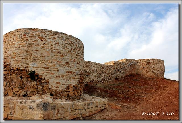 Muralla restaurada de Tedeja