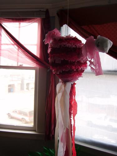 Uterus piñata