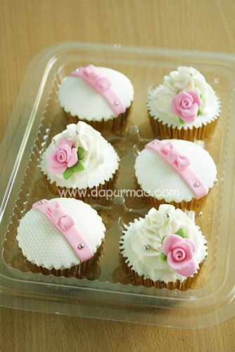 Nike's : Pink & White Cupcakes