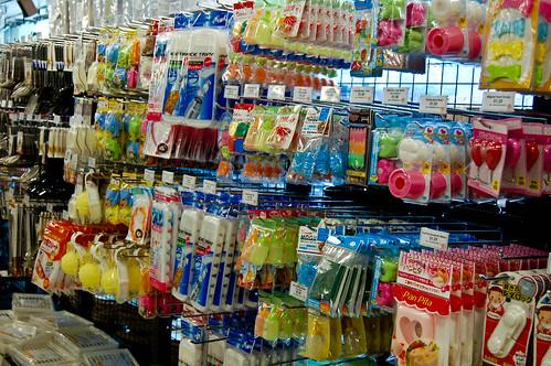 092210-ichibankan-aisle1.jpg