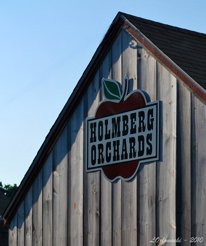 Holmberg Orchard Sign