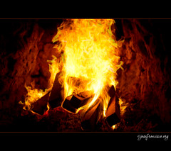 La Estaka: chimenea (josefrancisco.salgado) Tags: chile food fire restaurant nikon fireplace desert comida restaurante desierto fuego nikkor cl sanpedrodeatacama chimenea 500000 desiertodeatacama atacamadesert flickrmilestone repúblicadechile republicofchile d3s 2470mmf28g iiregióndeantofagasta provinciadeelloa