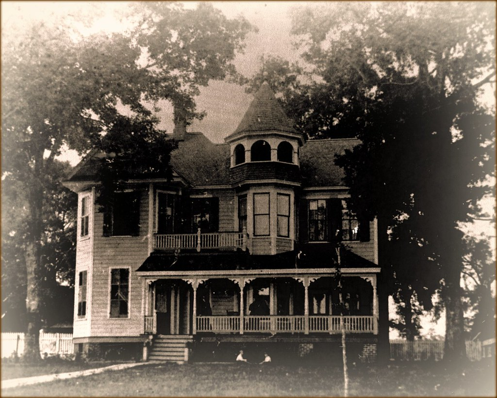 White House Hotel, Biloxi- early view of one of the original buildings
