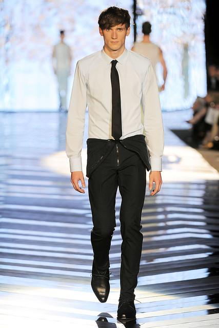 Bastiaan Ninaber3105_SS10_Milan_Roberto Cavalli(VOGUEcom)