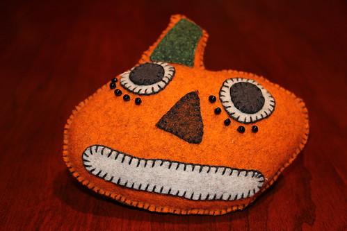 Felt Pin Cushion Pumpkin 2
