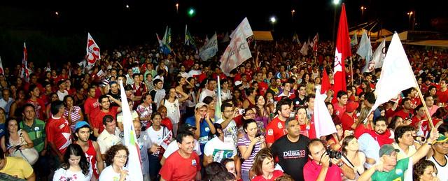 Natalenses festejaram em grande estilo a chegada da primeira mulher à Presidência da República do Brasil (Foto: Isaac Ribeiro)