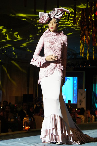 Islamic fashion festival 2010 - jovan mandagie 4