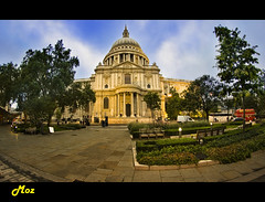St Paul's Cathedral London (Muzammil (Moz)) Tags: uk church stpaulscathedral touristattractions moz londonlandmark relegiouslandmarks
