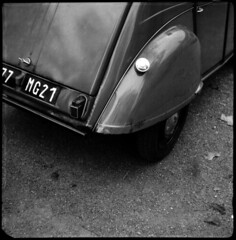 2cv  nuits saint georges, burgundy  2010 (lem's) Tags: 2 classic car saint automobile burgundy citroen super 2cv bourgogne georges chevaux nuits deuche baldax carrfranais