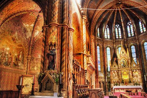 Matias church interior. Budapest. Interior de la iglesia de Matías