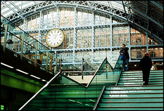 St. Pancras Station (mad jeff) Tags: color london film agfa skopar agfavista londonist voigtlandervsl3e rolleisl35e