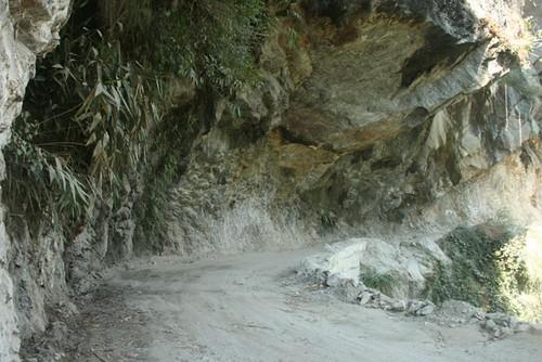 lachung road below rock